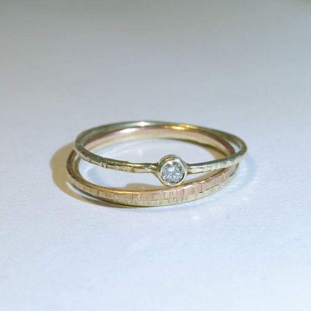 ....gold zart... GOLDring mit weißem Diamant - Shopname: FREU*ware  zarter 585er goldener Verlobungsring mit einem 2,5mm großen rein weißem Brillanten... für die Liebste - eine wunderschöne Liebeserklärung  Der Ring allein getragen ist wunderschön zart, aber auch als Vorsteckring oder Beisteckring sehr gut geeignet.