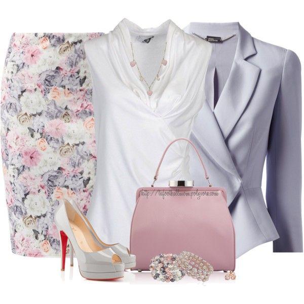 Falda de tubo con estampado de flores blancas, rosas y lilas; camisa blanca de mangas cortas, chqueta lila de raso y tacones plateados.