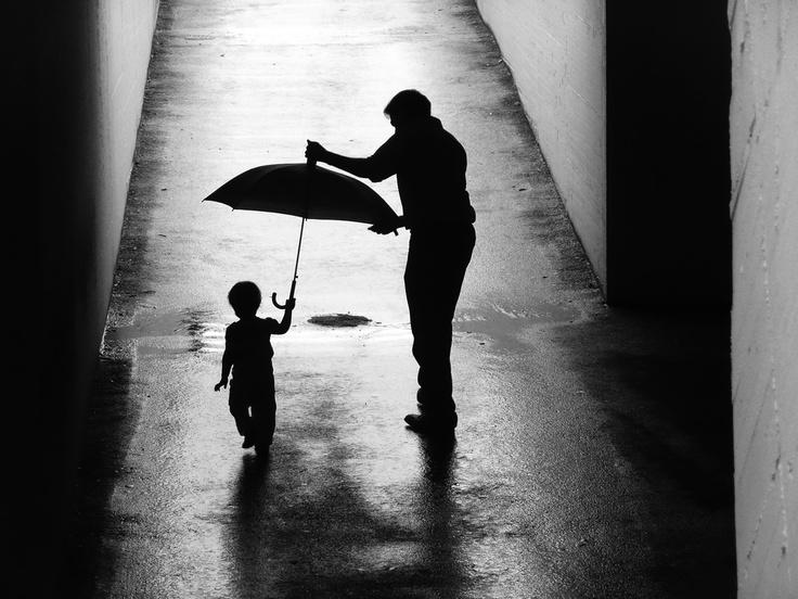 """""""Bimba con ombrello e papa"""", fotografia de Paolo Luxardo ."""