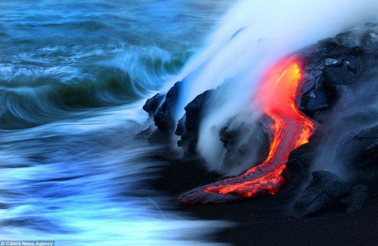 용암과 파도가 만나는 모습 http://i.wik.im/83982