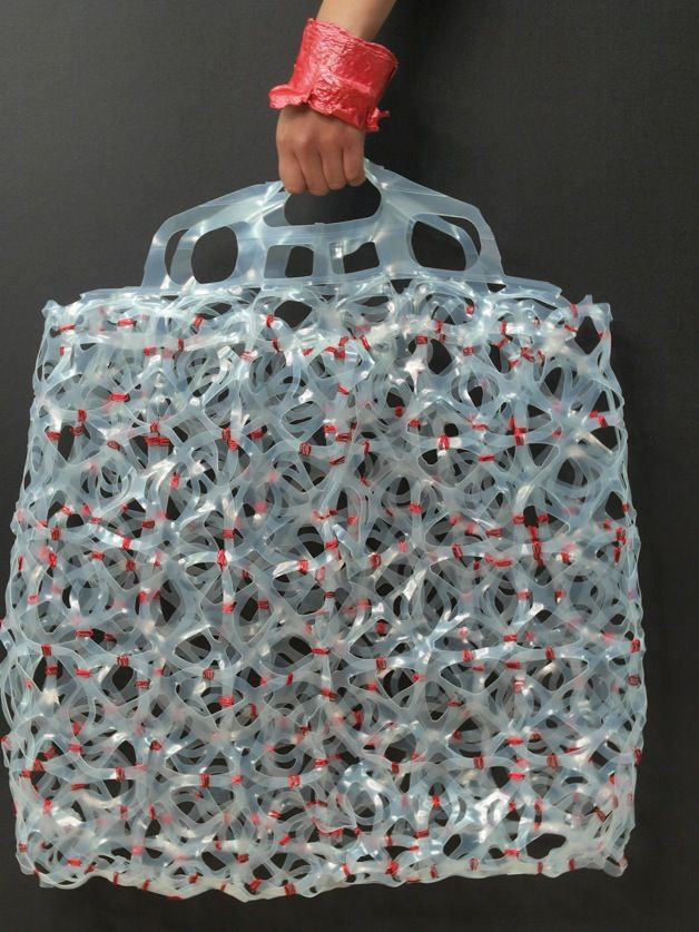 Origomu bag 5 Origomu: Transforming Plastic Six Pack Rings into Wearable Art