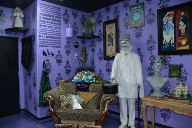 17 best ideas about haunted mansion decor on pinterest for Halloween haunted room ideas