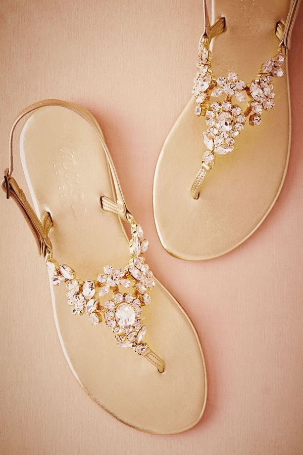 Think flat wedding shoes are not as elegant as heels? We've rounded up our favourite ballet pumps, flat peep-toes and bridal sandals for your big day. #GoldJewelleryWedding