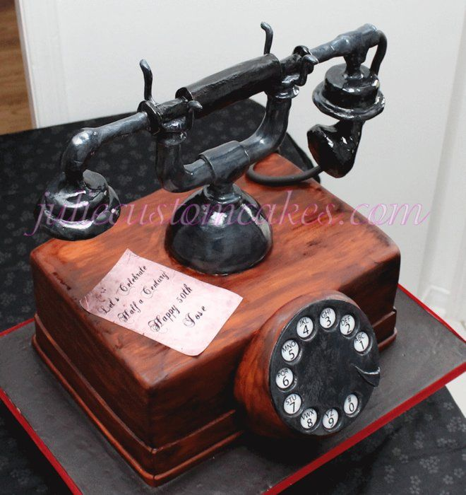 old phone - by twinmomgirl @ CakesDecor.com - cake decorating website