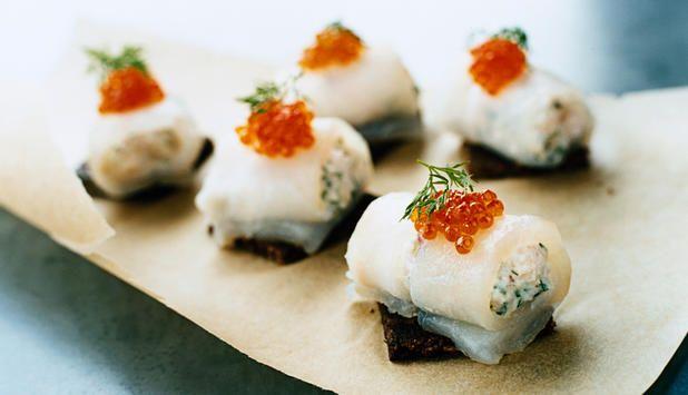Server rullade av torsk fylt med skalldyr til forrett, eller som tapas. #fisk #oppskrift