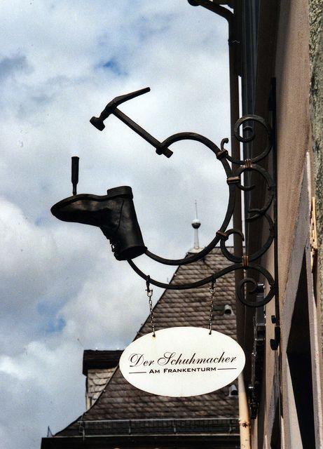 Cette enseigne de cordonnier, c'est le pied ! / Cordonnier Frankenturm. / Dietrichstrasse 3, Trier, Rhineland-Palatinate. / Germany. / Allemagne.