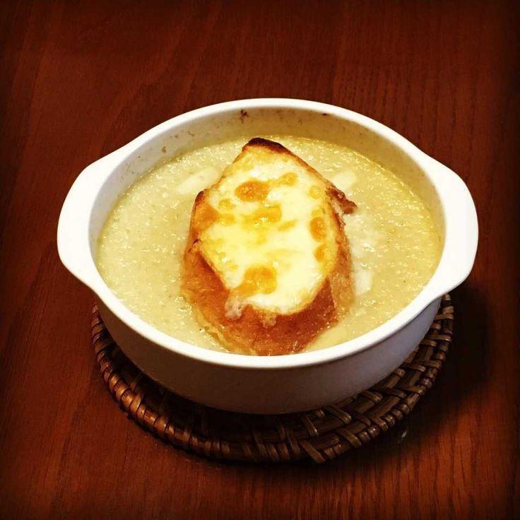 『三ツ星の給食』に登場!最高においしい「オニオングラタンスープ」のレシピ