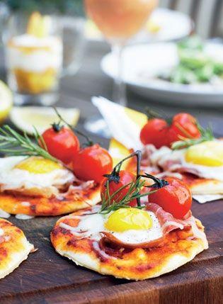 Morgenpizzaer med æg og parmaskinke