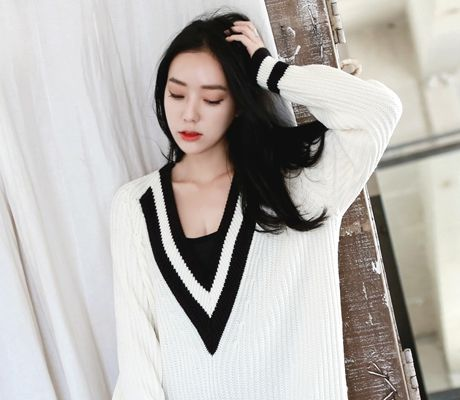 Loveliness of the female clothing shop. [Whitefox] simkung Knit boyfriend / Size : FREE / Price : 48.02 USD #korea #fashion #style #fashionshop #apperal #koreashop #ootd #whitefox #knit #loosefit #dailyitem #dailylook