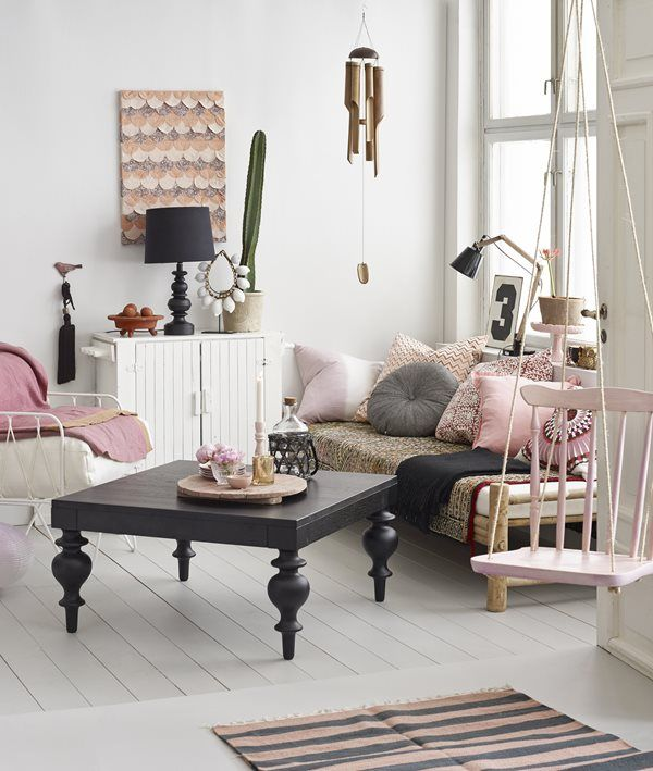 styling ... check out the vintage chair made into an indoor swing ♥