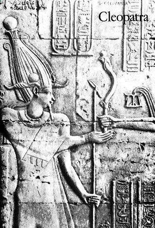 [BIOGRAFA] Cleopatra fue reina. Toda su vida la dedic a su pas, Egipto, y a tratar de preservar su soberania nacional bajo el gobierno de la dinasta tolemaica, a la que perteneci. La reputacin de que ha solido gozar en los ltimos siglos, seductora, astuta, sensual, se debe casi por entero a la adversa propaganda romana. Los escritores romanos retrataron a la mujer que combati el dominio romano del Mediterrneo como perversa, traidora y entregada a los excesos sexuales. (Ernle Bradford)