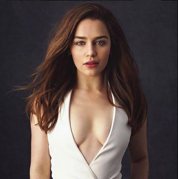 Emilia Clarke no sólo ha conquistado el juego de tronos. (Foto: Facebook)