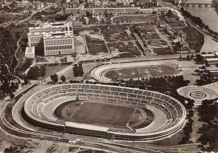 Foro Italico. Stadio Olimpico, Stadio dei Marmi, Palazzo della Farnesina (Ministero degli Esteri), Ponte Milvio sullo sfondo Anno: Fine anni '50