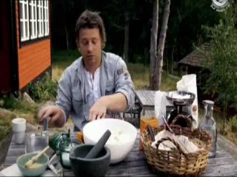 Джейми Оливер готовит шведские булочки.wmv - YouTube