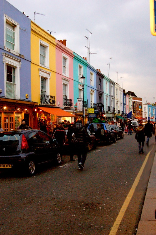portobello market, notting hill - a guarantee for a nice saturday IT'S ALWAYS THE PLACE I'LL WANT TO BE