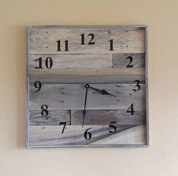 Il est «Temps» pour vous permet d'afficher une incroyable partie d'une horloge en bois genre palettes récupérées dans votre maison, ou au bureau, ou pourquoi pas un cadeau WOW pour un anniversaire ou un mariage... Les agents immobiliers, que diriez-vous de votre client lorsqu'ils achètent une nouvelle maison de vous!  Cette liste est pour une horloge de mur énorme palette. 2 pied carré!!!  24 x 24 horloge murale. Les numéros sont gravées au laser.  Chaque horloge sera différent comme…