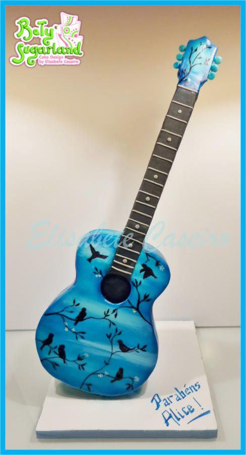 How To Make An Acoustic Guitar Birthday Cake