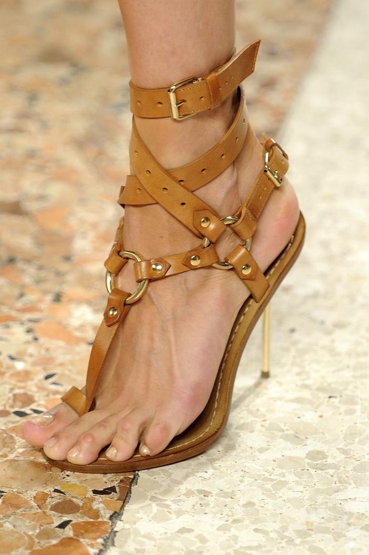 emilio pucci spring 2011 rtw #strappy #tan #heels