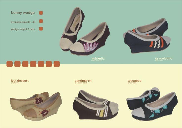 Produk detail Sepatu Mimosabi Bonny Wedge :      sampan plastik tinggi hak 7 cm     bahan dasar kanvas     aplikasi perca dan kulit suede     avaliable size 36-40