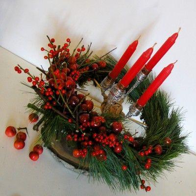 YaU Concept _ yau flori_aranjament pentru advent_yau evenimente_christmas table decoration yauflori+yauevenimente+aranjamentpentruadvent  #christmas #christmasdecor #holiday #candle #christmascandle #yauconcept #yau #christmasdecoration #decoration #pine #ilex