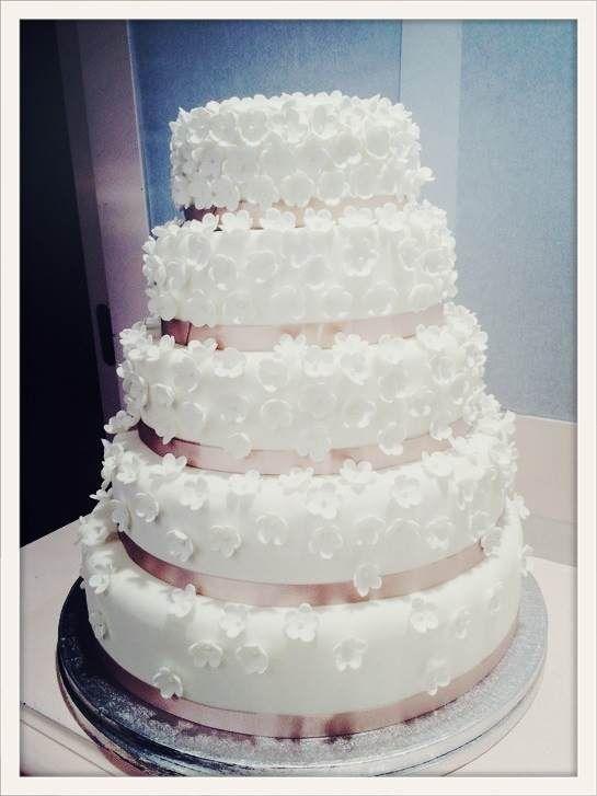 Les Fées Pâtissières http://www.vogue.fr/mariage/adresses/diaporama/patisseries-special-mariage-paris/19636/image/1037275#!meilleurs-patissiers-special-mariage-piece-montee-les-fees-patissieres