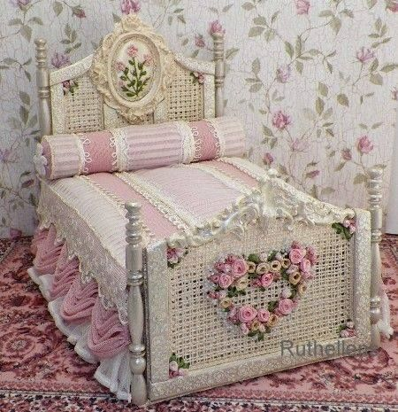miniature bed for a doll house / Would like this in real size...