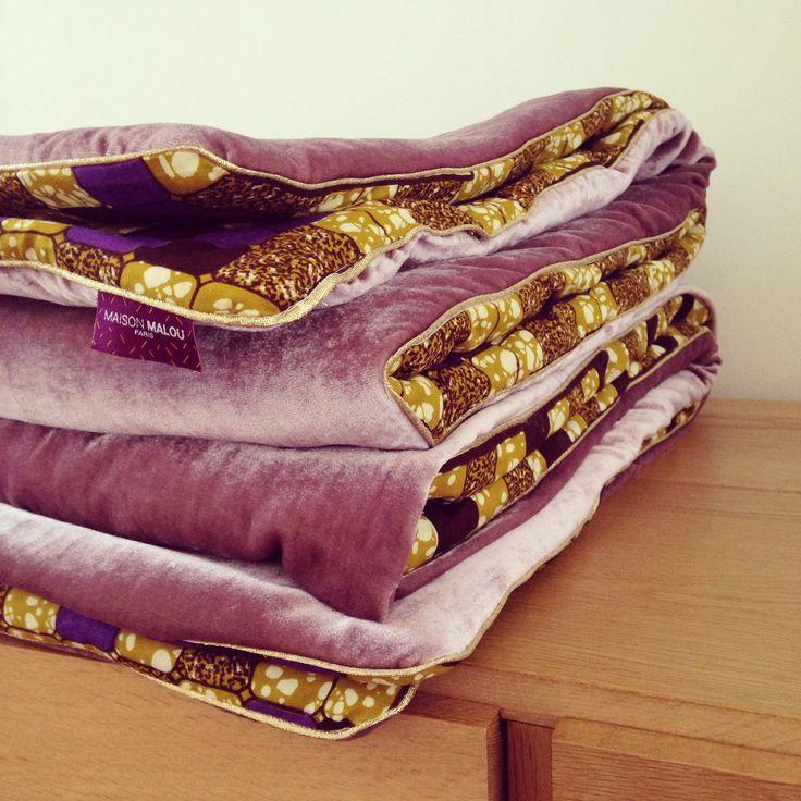 """Courtepointe/couverture de style """"Afro-danois"""" faite à la main en tissu wax et velours de soie rose. Modèle """"Arizona Pink"""" (115x200 cm)"""