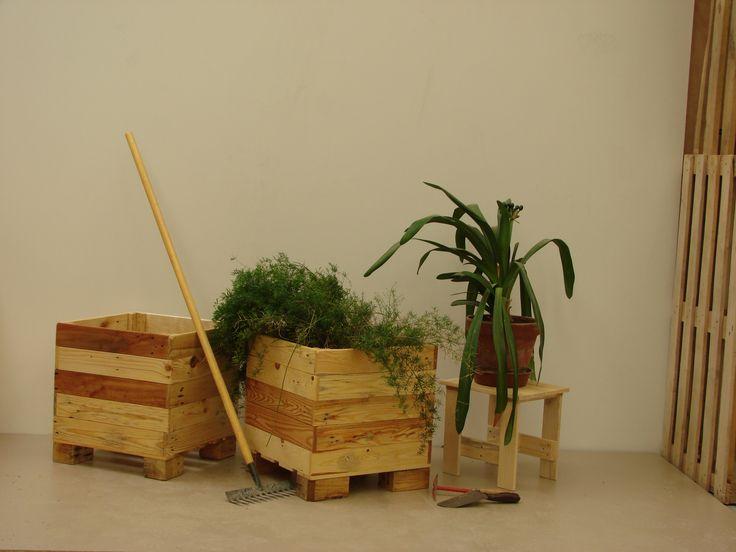 Jardini res et tabouret bas la ressource en bois de - Construction jardiniere palette ...