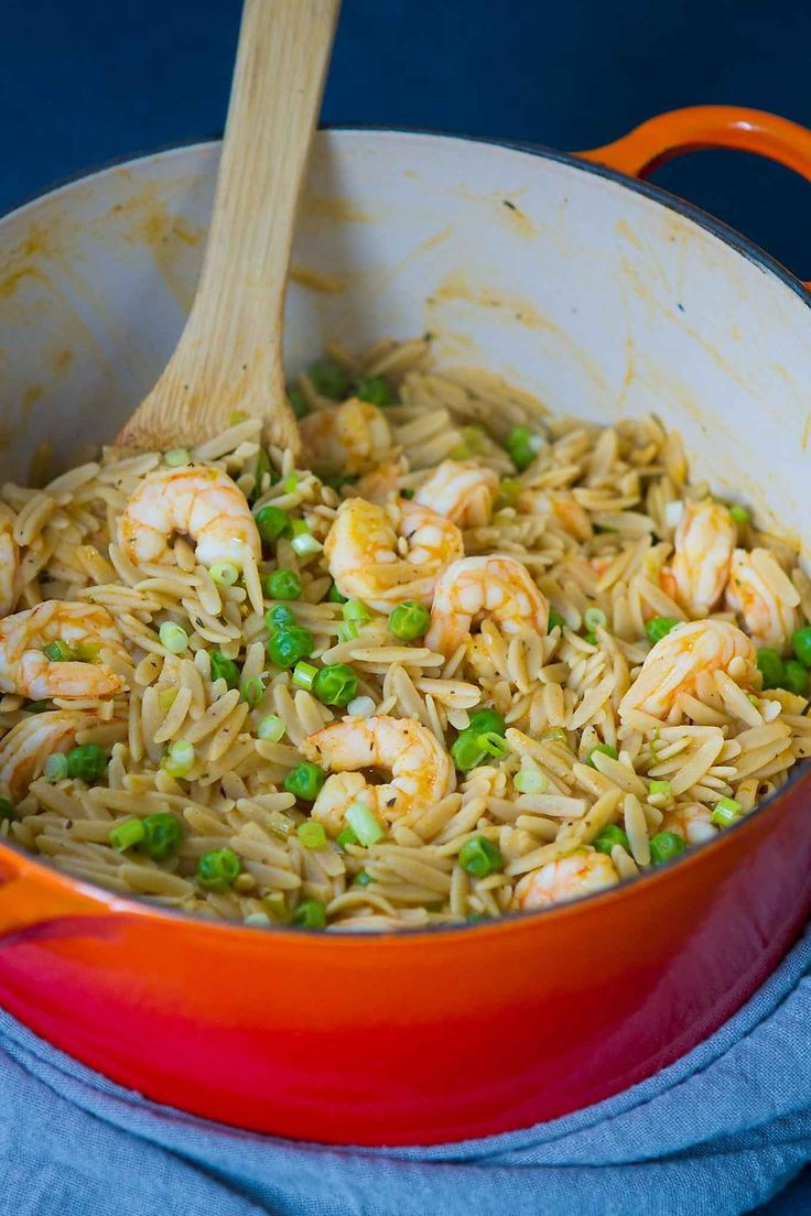 This one pot orzo recipe, with shrimp and peas, is the ultimate comfort meal and comes together in just 25 minutes. 329 calories and 8 Weight Watchers SmartPoints