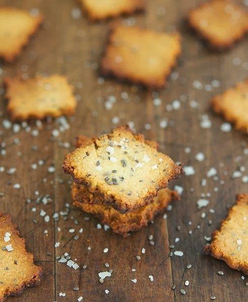 Leckere glutenfreie, low carb Cracker mit Chia Samen.