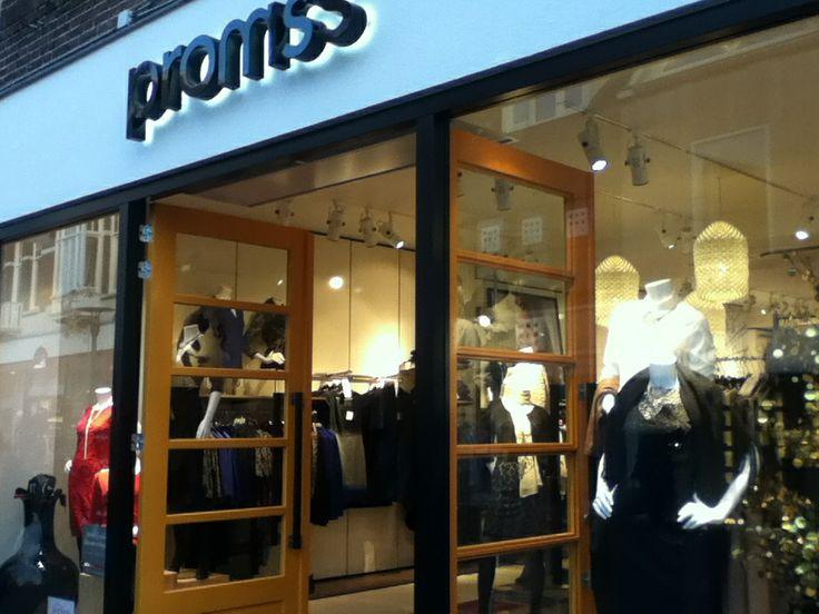 Sterke punten: goede uitstalling van producten Zwakke punten: je kunt doorkijken naar de winkel, waardoor het onrustig word.
