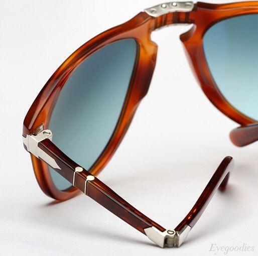 Óculos de sol dobráveis são a melhor opção para quem deseja carregar seus óculos sem ocupar muito espaço e sempre tê-los ao alcance! #oculos #dobravel #Persol # 714 #sm #wayfarer #oticas #wanny #online #shop #sunglasses