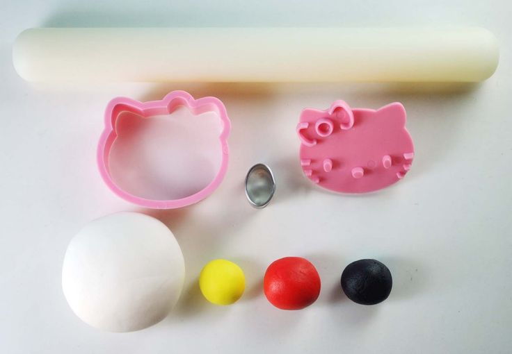 How to Make Hello Kitty Cupcake Toppers   Just small pieces ...