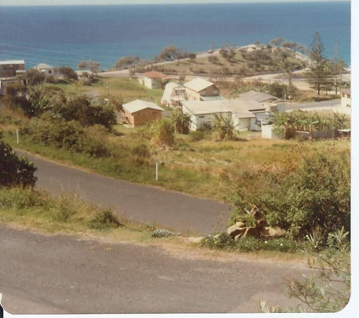 PACIFIC TCE, COOLUM QLD AUSTRALIA OVER LOOKING POINT PERRY LATE 1970'S
