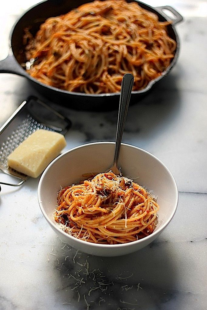 Simple Spaghetti Fra Diavolo: Try this with Wildtree roasted garlic grapeseed oil and Fra Diavolo blend instead of the oil, garlic and red pepper flakes.