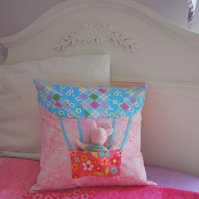 Hot Air Balloon Pillow tutorial by AbbieLiving: Flickr, Balloon Pockets, Balloon Pillows, Decor Pillows Cushions, Montessori Homeschool, Almofada, Pillows Tutorials, Pockets Pillows, Hot Air Balloons