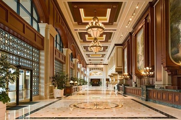 Grand Hyatt San Diego, where every entrance is a Grand entrance. Experience the tallest urban waterfront resort on the West Coast, filled with sophisticated and contemporary decor elements.