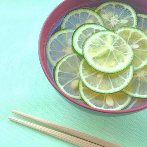 #出張料理DECO さんのお料理の中で 食べてみたかった #土山人 の #すだち蕎麦 が出てきて感激😂✨ 暑い日にはピッタリの爽やかなお蕎麦🌿 つゆまでごくごく飲み干せる🍵  また、すぐに食べたいーっ😌💛  #dosanjin #nakameguro #soba #vgram