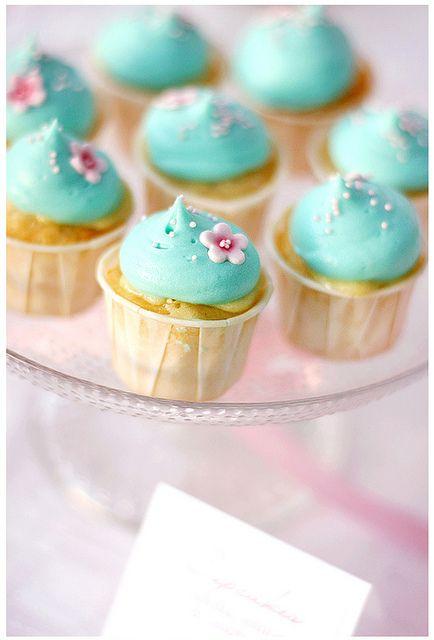 .Themed Birthday Parties, Theme Birthday Parties, Blue Cupcakes, Paper Flower, Cupcakes Birthday, Gardens Parties, Minis Cupcakes, Desserts Tables, Lemon Cupcakes
