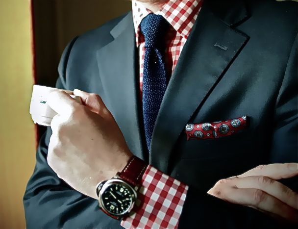 This is the perfect red gingham shirt... now i just need to found out where I can buy it :/