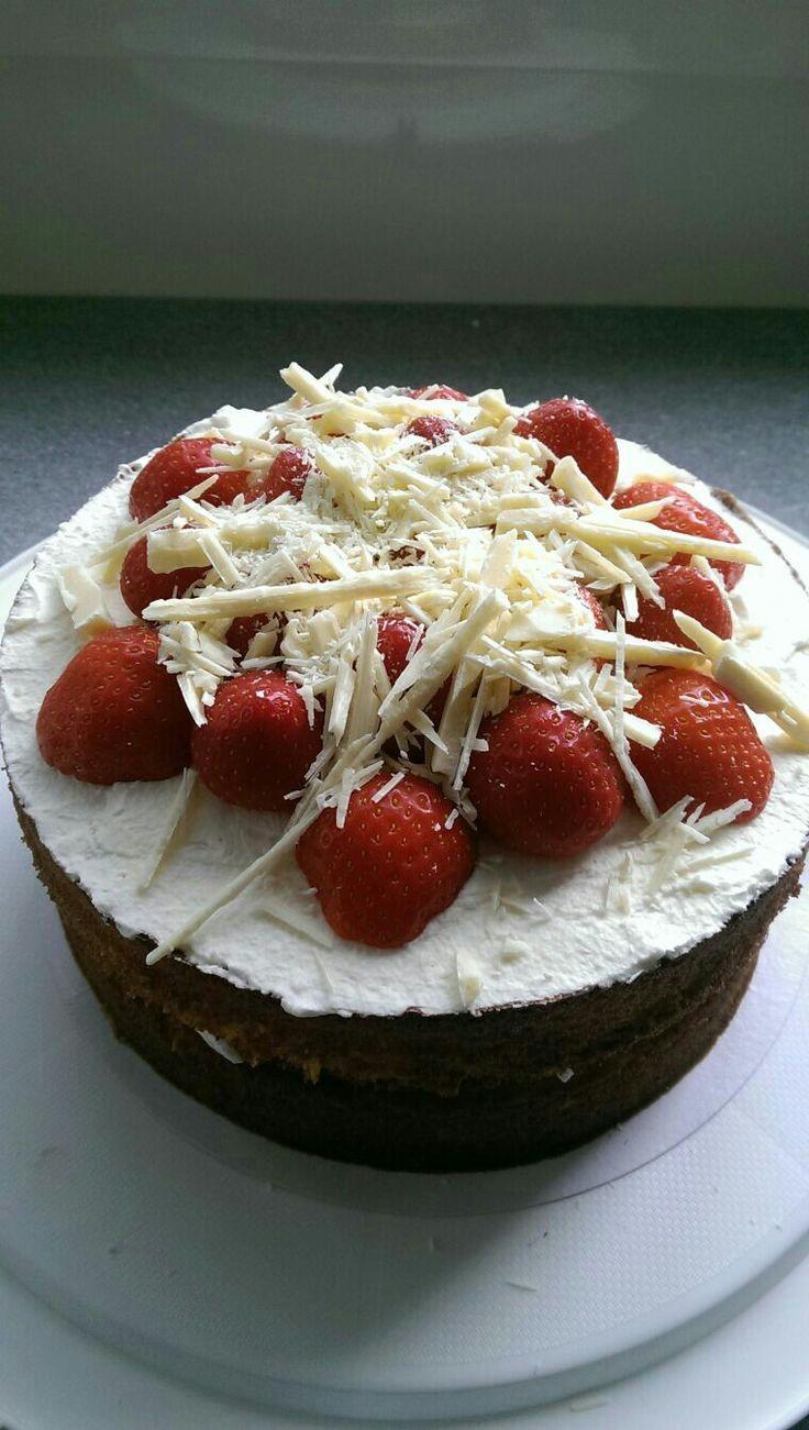 Aardbeien/witte chocolade taart
