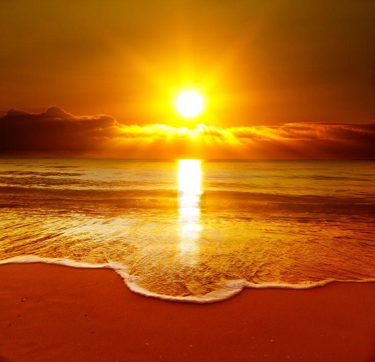 https://static7.depositphotos.com/1219281/708/i/600/depositphotos_7082441-stock-photo-beautiful-sunset-on-the-beach.jpg