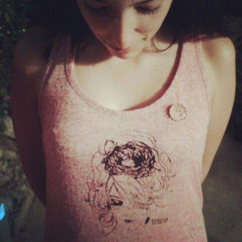 Ana, su camiseta Littleno y broche Catrina...desde Altea ♥