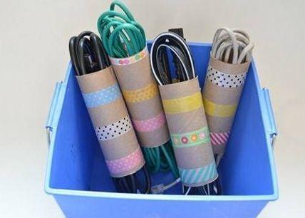 astuce pour ranger les câbles rouleau papier toilette