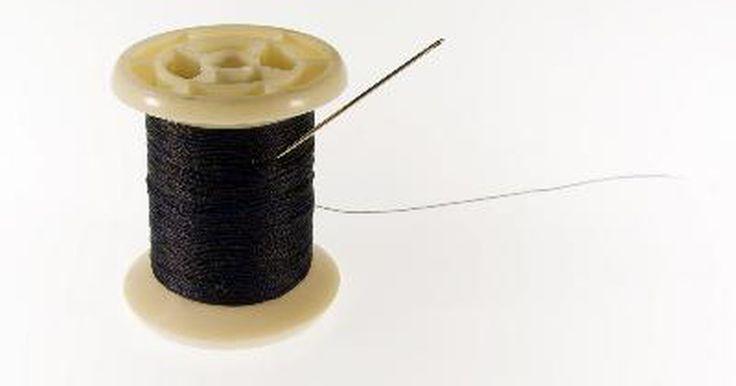 Solenoide casero. Un solenoide es una bobina hueca de cable que crea un campo magnético cuando se pasa una corriente eléctrica por sus devanados. Los solenoides se usan para operar válvulas, relés y varios equipos médicos que requieren movimiento lineal. Un giro interesante en un solenoide casero es un actuador que lanza un premio para un perro en espera que ha ...