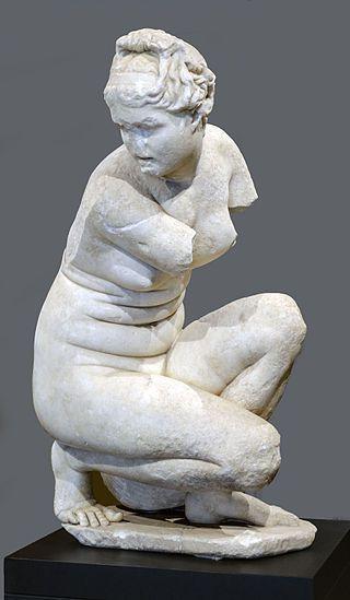 Venere accovacciata. Marmo. Copia romana del II secolo d.C. da un originale ellenistico del III secolo a.C. Córdoba, Museo Arqueológico y Etnológico.