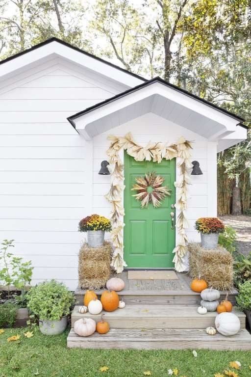 Add seasonal curb appeal with these easy DIYs.For the garland: Cut a piece of ½-inch jute rope to yo... - Christopher Shane
