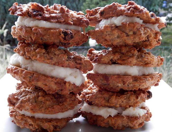 Sušenky z ovesných vloček s kokosovou náplní. Autor: Romča