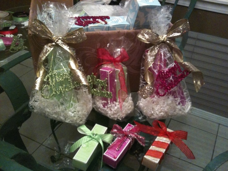501 best mary kay gift baskets images on pinterest for Christmas place setting gift ideas