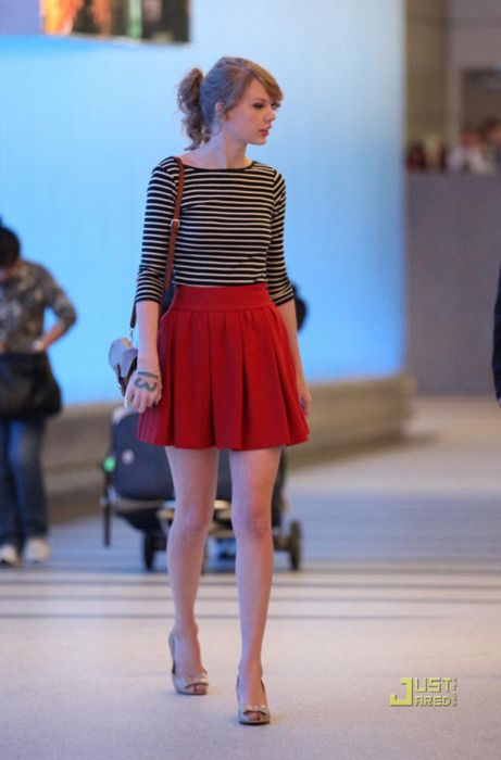 love the red skirt and striped top... makes me wanna copy this.
